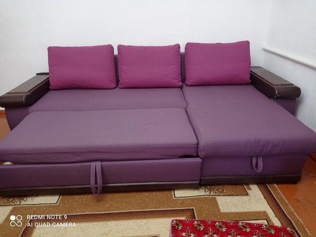 Срочно! Угловой диван в хорошем состоянии. Также горка для гостиной.