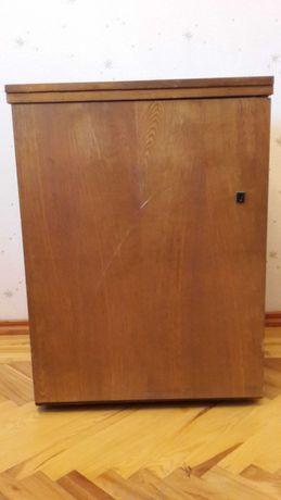 Новая ножная швейная машинка Чайка, производство СССР.