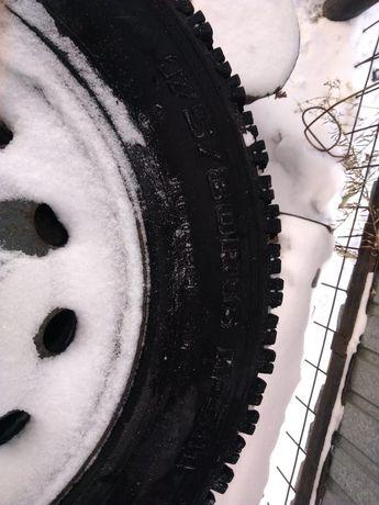 Продам комплект зимних колеса
