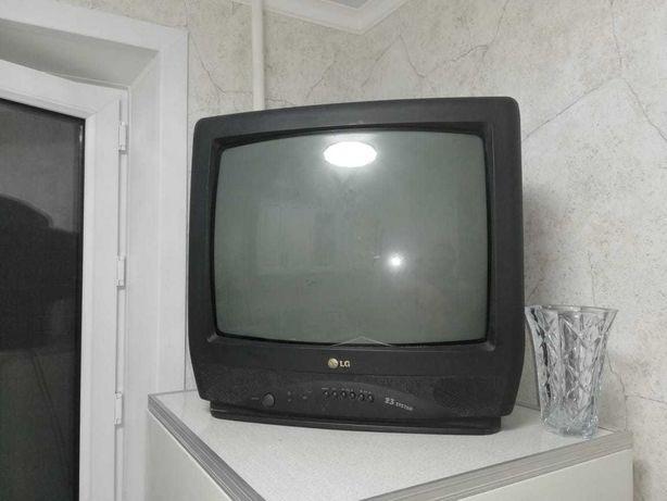 Телевизор LG цветной на пульте управления