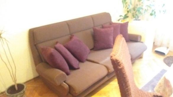 Стъклена масичка и диван разтягащ се и ставащ на спалня с душек-180лв