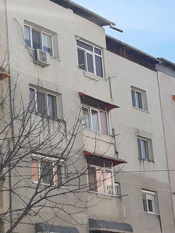 Vand apartament decomandat etaj 4
