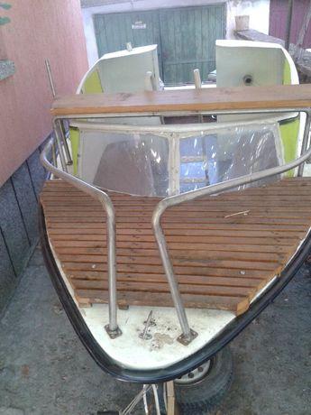 Лодката с колесар