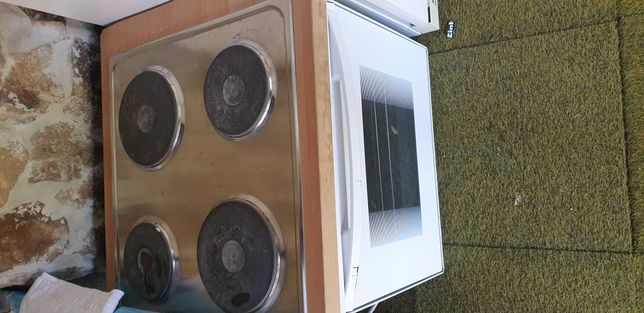 Aragaz/ Cuptor electric cu plita Electrolux