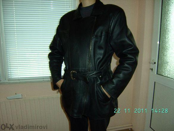 Дамско яке от естествена кожа.