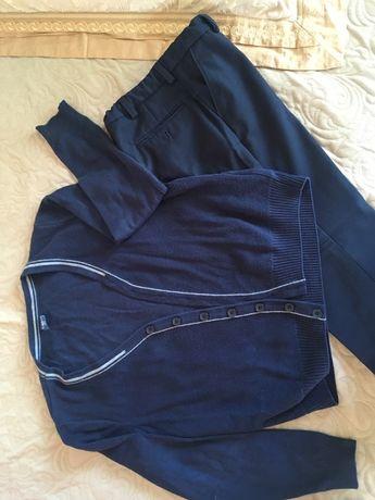 Школьная форма (утепленные брюки), джемпер и рубашки, тенниска