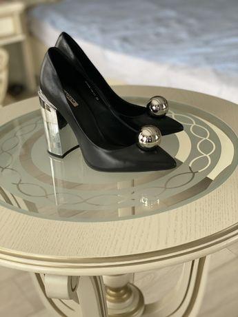 Новые черные, очень стильные туфли 38 размера