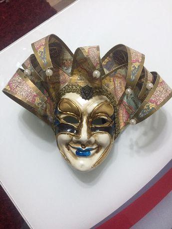 Vind masca , provine din venetia astept ofere
