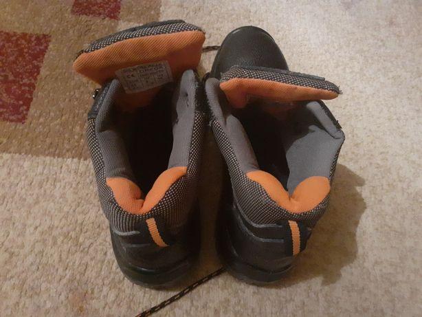 Спец батинки летни и зимни.бир еки рет киілген.жагдаиы жаксы.