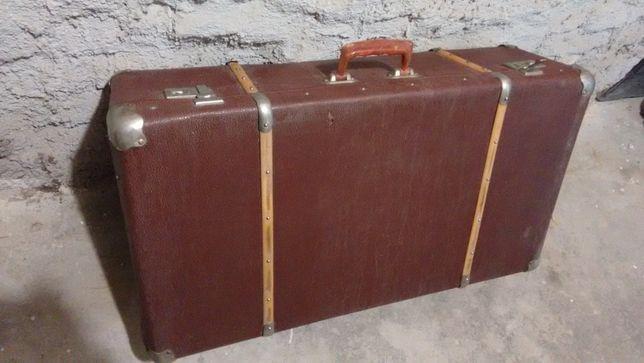 Geamantan Vechi de Voiaj Carton cu intarituri lemn si tinte fier retro