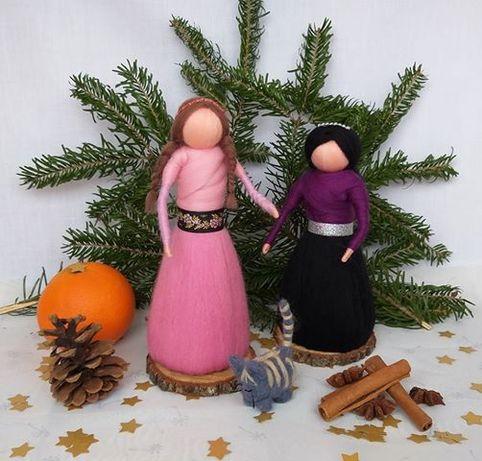 Mama, adolescenta si pisica, figurine handmade din lânã merinos.
