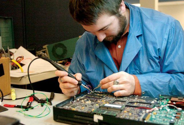 Олжас, мастер по ремонту компьютеров и ноутбуков. Стаж работы 15 лет!