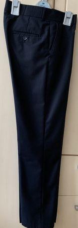 Продам школьные брюки темно-синего цвета размер 40 рост 150-158