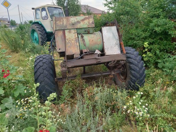 Продам трактор, в рабочем состоянии