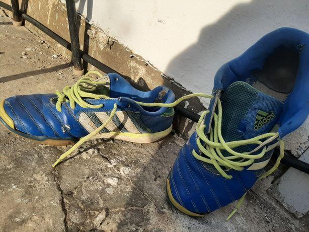 Отдам кроссовки Adidas