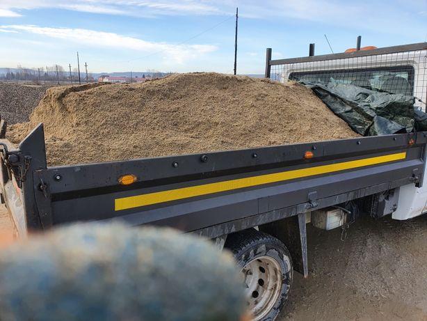 Transport foarte ieftin cu van basculabil de 3,5 tone.