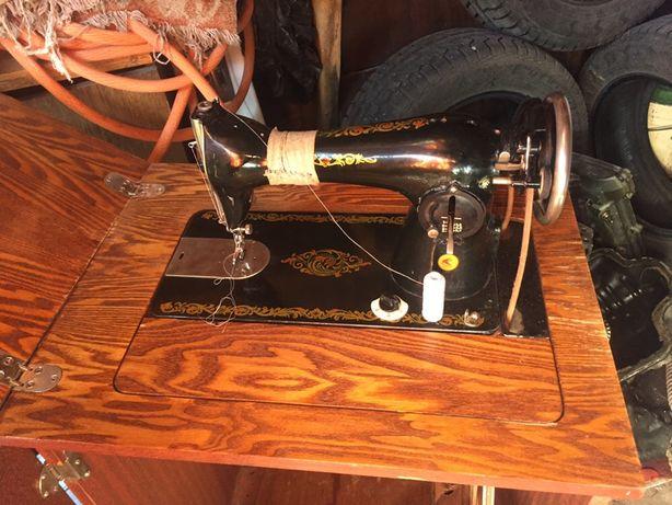 Швейная ножная машина