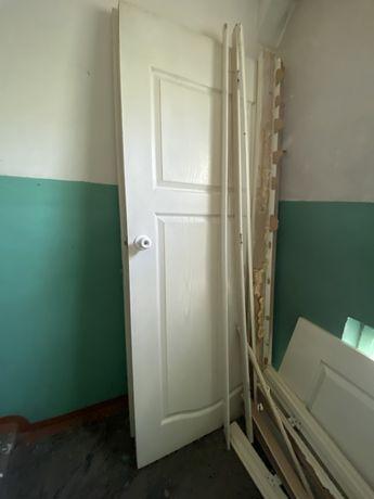 Продам белые деревянные двери в хорошем качестве