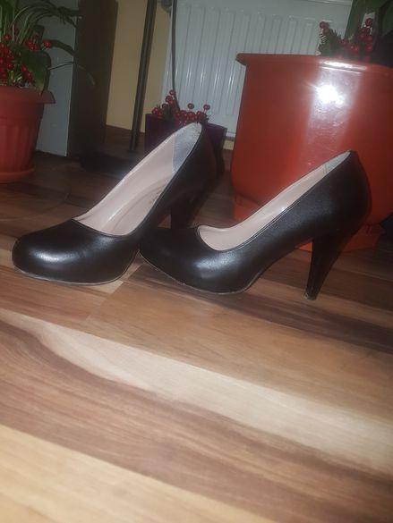 Дамски официални обувки с ток