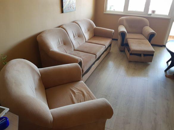 Продавам диван с два фотьойла и две таборетки и маса