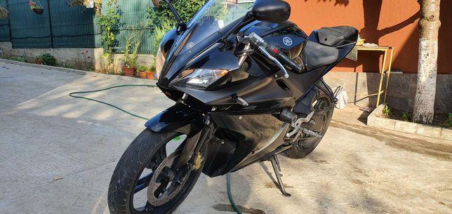 Yamaha YZF-R125 (16 ani)
