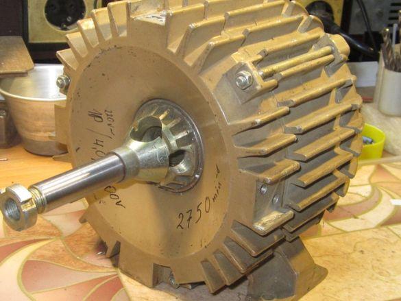 Електродвигател 0.4kW/220V, 2750rpm с кух вал