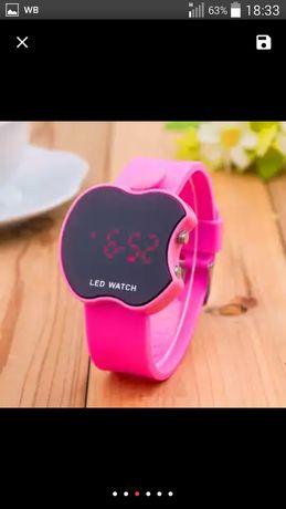Женские часы,с селиконовым браслетом.