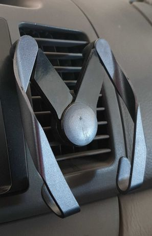 Автомобильный держатель для телефона в дефлектор печки