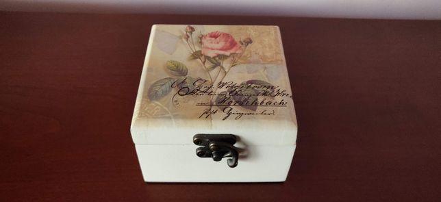 Cutie mica de bijuterii cu model romantic cu trandafiri