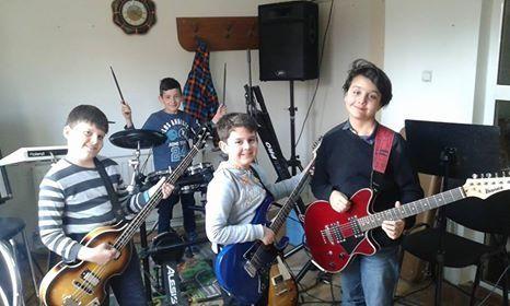 Cursuri chitara pian tobe canto live si online !