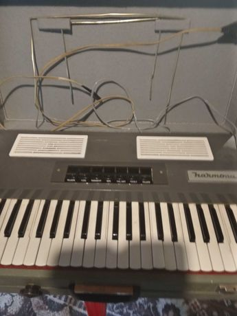Продавам синтезатор