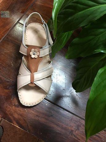 Șlapi și sandale