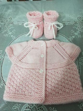 Бебешки комплект от жилетка без ръкави и терлички