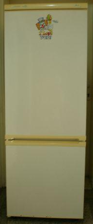 Продавам хладилник с фризер ZEROWATT ZC 032.1 GreenLine