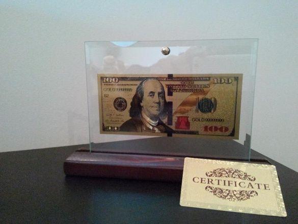 Сувенир банкноти 100 златни долара в стъклена поставка и масивно дърво