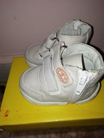 Обувки за прохождане на КК