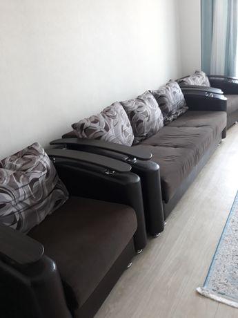 Продаю диван с двумя креслами