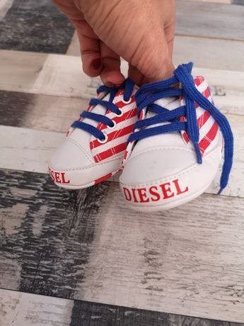 Adidași.  bebeluș  diesel originali