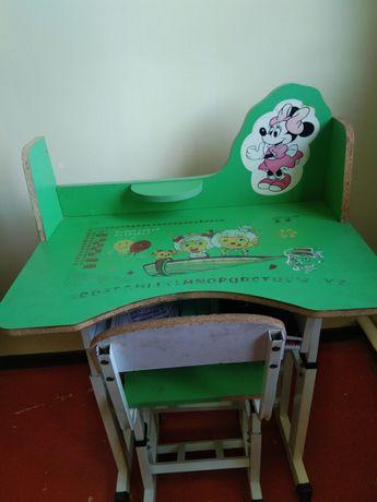 Продам столик для школьника до 4 класса очень удобный