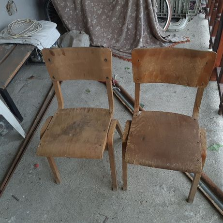 Стари дървени столове