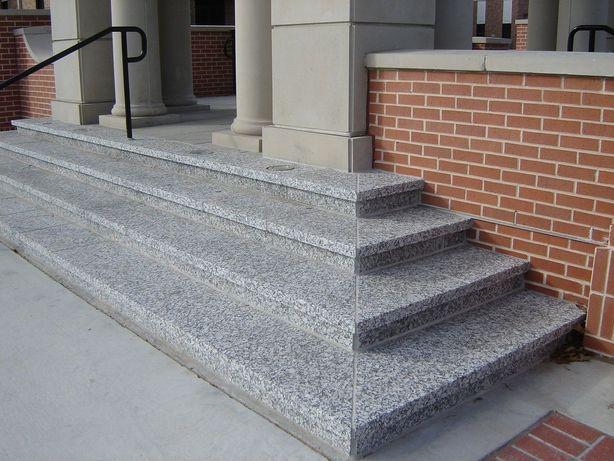 Гранитные ступени из серого камня (изготовление)