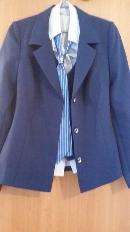Продам школьную форму на девочку (костюм) дешево