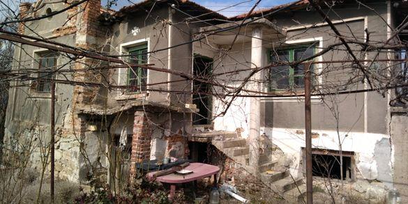 Дворно място с Къща,село Млекарево