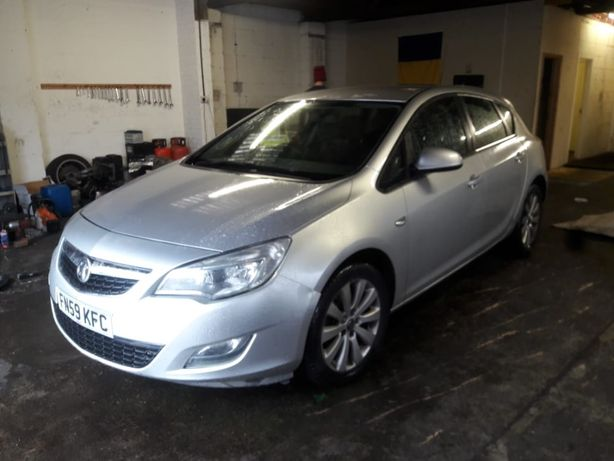Dezmembrez Opel Astra j 1.7 CDTI