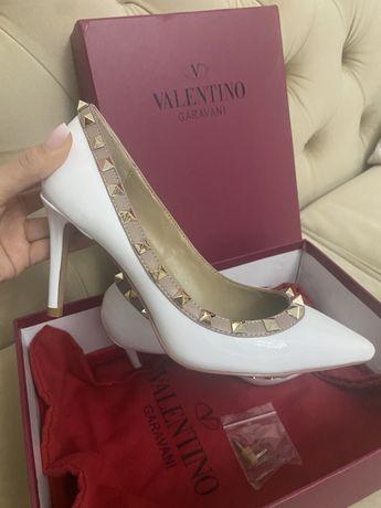 Pantofi cu toc Valentino Garavani Rockstud