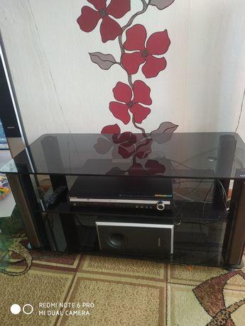 Продается стол стеклянный под телевизор. В хорошем состоянии. Подойдёт