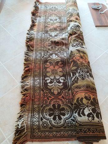Продава се тъкан килим