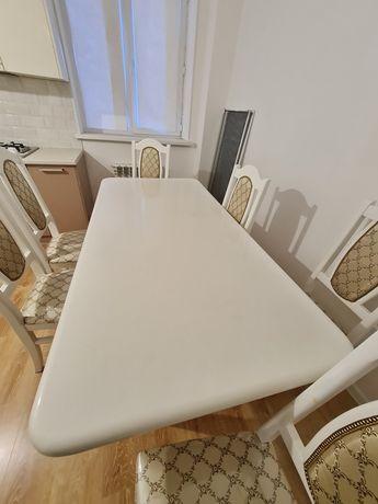 Стол и стулья для кухни или гостиной