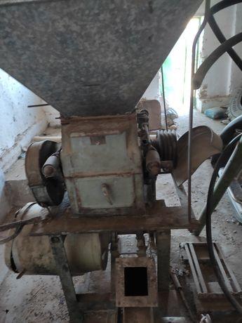 Зернодробилка дирмен,старого образца