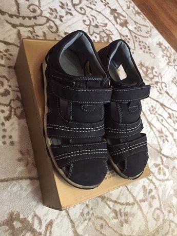 Продам детскую обувь, б/у, почти новая, размер 34